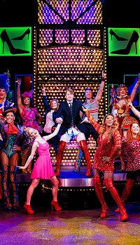 KINKY BOOTS o cómo un espectáculo muestra la homofobia de ciertos críticos británicos